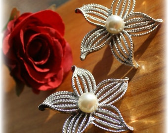 """Vintage Sarah Coventry """"MoonFlower"""" Silver Toned and Pearl Clip On Earrings"""