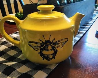 Bee teapot decor piece