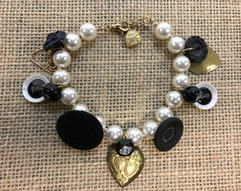 "Vintage pearl and button charm bracelet ""Heart's desire"""