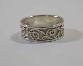 Beautiful sterling silver band size 9 1/2