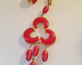 FREE  SHIPPING   Lucite  Abstract  Necklace