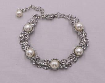 Bridal bracelet, Pearl wedding bracelet, rhinestone pearl bracelet, crystal ivory white pearl bracelet, bridal jewelry, April Pearl Bracelet