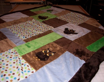 Custom Hand Made Cuddle Blankets. Special colors, size and embroidery designs to make it your own