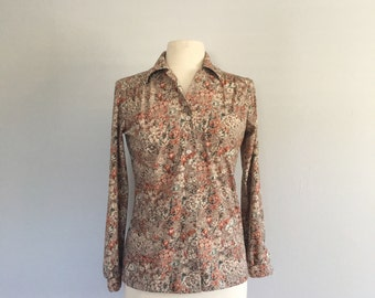 Vintage 1970s floral print button up / 70s polyester button up