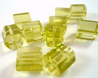 10 glass beads, light olivine, tube hexagonal 9mm, (pv23)