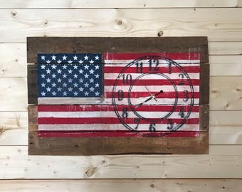 Distressed Pallet Wood Clock. American Flag. Black Standard Numbers and Black Hour, Minute and Second Hands.