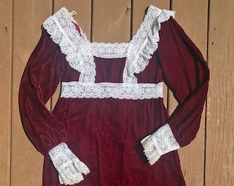 Gorgeous maroon velvet dress with lace detail size small/ medium zips up the back perfect condition
