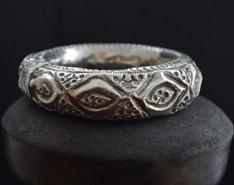 "YOUR EYES ONLY Vintage high grade silver Bedouin Arab Omani bracelet, upper arm bracelet, elbow bracelet, ""Zand"", tribal jewellery"