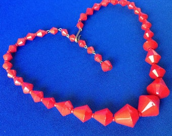 1930s Art Deco Red Faceted Graduated Plastic Bead Necklace