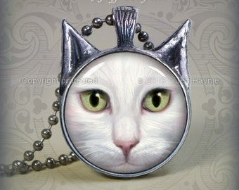 WH5 WHITE CAT Pendant