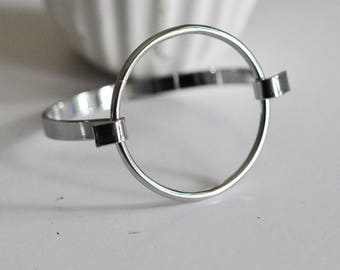 1 Bangle bracelet minimalist circle in silver plated brass 50mm