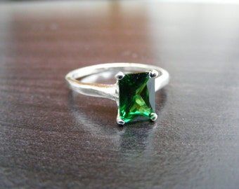 S318 Made to Order... Sterling Silver Simple Solitaire Ring with 2 Carat Lab Emerald Gemstone