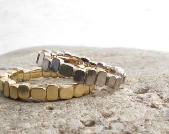 Bande de mariage unique or blanc, les blocs sculptés empilant l'anneau, bande de mariage or blanc 18 kt, recyclé en métal précieux