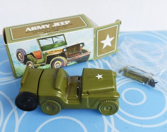 NEVER USED - Vintage Army Jeep Avon Bottle