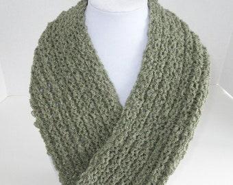 Green Handknit Cowl / Green Circle Scarf / Moebius Scarf
