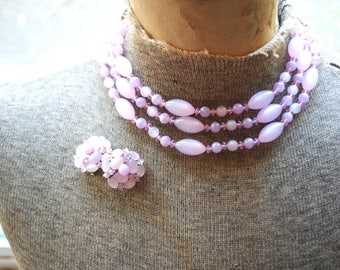 Sweet vintage 50s, lavander, pastel purple, lucite jewerly set: chocker necklace and clip on earrings,