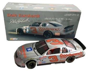 1:32 Scale Dale Earnhardt Sr. #3 Silver Select 1995 Monte Carlo 1998 Action