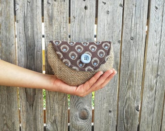 Small clutch in jute and brown fabric with celestial polka dots with heavenly button powder