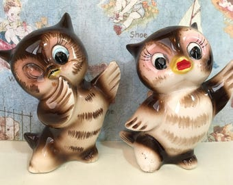 Very RARE Antique Vintage Retro 1950's Cartoon Waving Dancing Owls Salt and Pepper Shakers Antique Collectibles or Cake Toppers