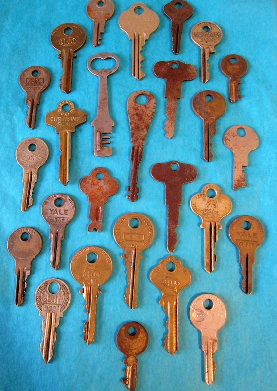 26 Assorted Old Rusty & Dusty Metal Keys - Yale - Ilco - Curtis and More
