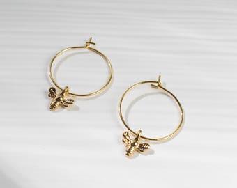 Honeybee -earrings (bee charm 16k gold plated every day minimal earrings)