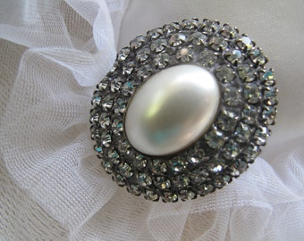 Clear Rhinestone and Faux Pearl Brooch, Oval Brooch,  Bridal Jewelry, Mid Century Brooch, Estate Jewelry,   Vintage Bling