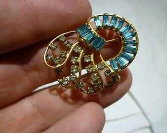 E73 Vintage Harper Marked 1/20th 12K Gold Filled Blue & Clear Rhinestones Brooch.