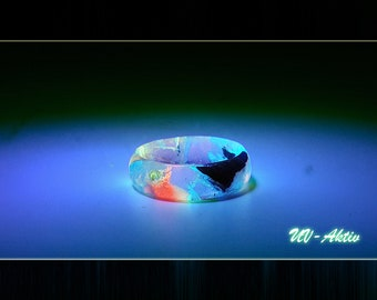 Resin Wood Ring Mystic (UV active + glow effect)