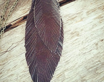 Double Feather leather necklace