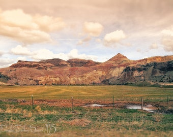 Landscape Photography | Eastern Oregon | Soft Colors | Desert Buttes | Country | Rural | Rustic