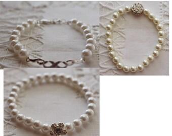 Women's vintage faux pearl bracelet Avon rhinestone