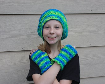 crocheted Green and blue droopy hat and fingerless gloves. size teen.