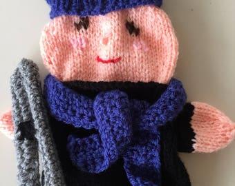 Knitted Handpuppet, handpuppet skier, Poppe kastpop winter sports