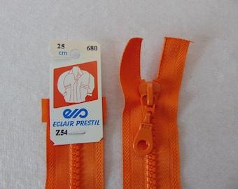 Zipper, molded, Nasturtium (Z54 680)