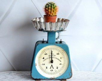 Vintage Kitchen Scale, Mid Century Balance, Antique Scale, Rustic Display Stand, Rustic Kitchen Decor