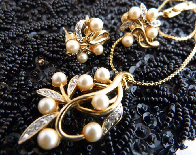 Necklace and earrings set - golden metal, faux pearls and Rhinestones