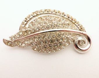1950s Era Clear Rhinestone Rhodium Plated Stylized Leaf Figural Brooch