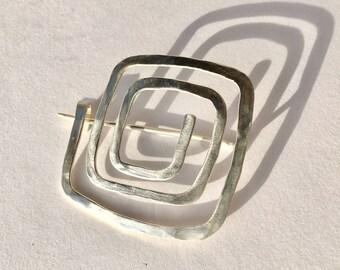 Angular spiral-Tuchnadel in silver-Shaw pin-saftypin-brooch-Brooches