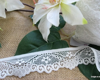 Beautiful light ivory lace with 3cm wide