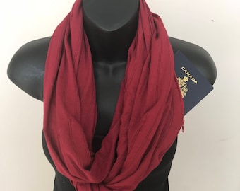 Circle Scarf with Hidden Pockets, High-Quality, Functional, Warm, Useful for Travelling, Hiking, and Everyday Use: Textured Burgundy