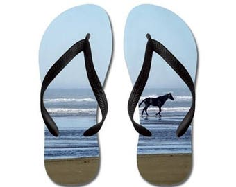 Flip Flops, Sommer, Sandalen, schwarzes Pferd, Pferde, Ozean, Wellen, Meer, Surfen, Naturfotografie von RDelean Designs