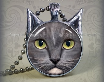 GW18 Grey and White Cat  pendant