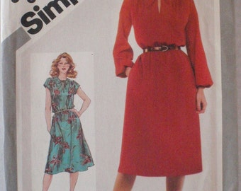 Jiffy Pullover Dress Sewing Pattern - Simplicity 5195 - Size 10, Bust 32 1/2, Uncut
