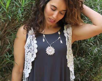 Boho necklace made with crochet pendant, holwite stones, shell and Czech glass beads, mandala necklace, rustic jewelry.