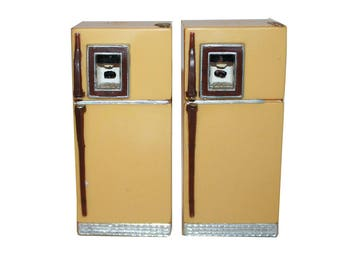 Vintage Suer Kitschy Refrigerator Salt and Pepper Shaker Set - vintage collectible kitsch kitschy salt and pepper collectibles shakers