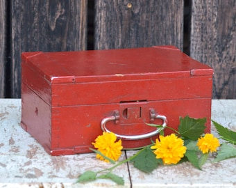Vintage Red Box, Wooden Box, Old Storage Box, Vintage Wood Box, Dovetail Box with Lid, Craft Storage Box, Vintage Box, Rustic Wood Box