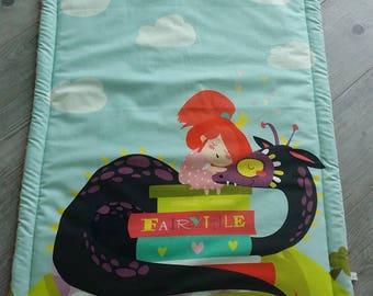 Couverture bébé- modèle la fillette et son dragon -  plaid bébé - couverture fait main