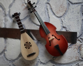 Dollhouse scale collectable musical instruments. Free shipping