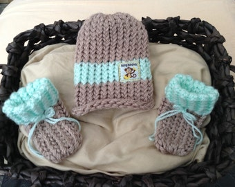 Monkey baby hat and booties set,Brown knit baby monkey beanie hat,monkey baby hat,Baby boy knit hat & booties,Brown and Green Baby, Newborn