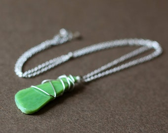 Wire-Wrapped Green Stained-Glass Pendant Silver Necklace